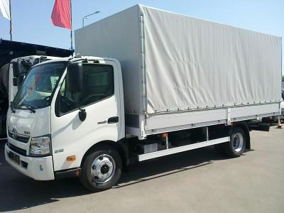 Бортовой автомобиль Hino 300-720 с тентом 5 тонн